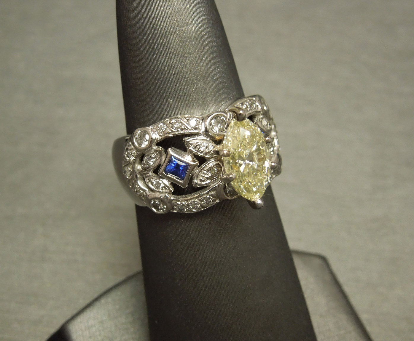 fancy marquise cut si2 canary diamond engagement ring. Black Bedroom Furniture Sets. Home Design Ideas