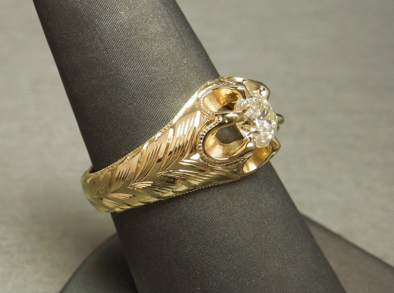 Vintage Unisex 084ct Diamond Engraved Gold Gypsy Ring C1950